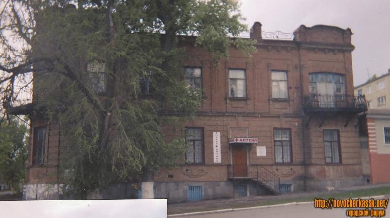 Здание на углу Красного спуска, 35 и улицы Александровской, 54