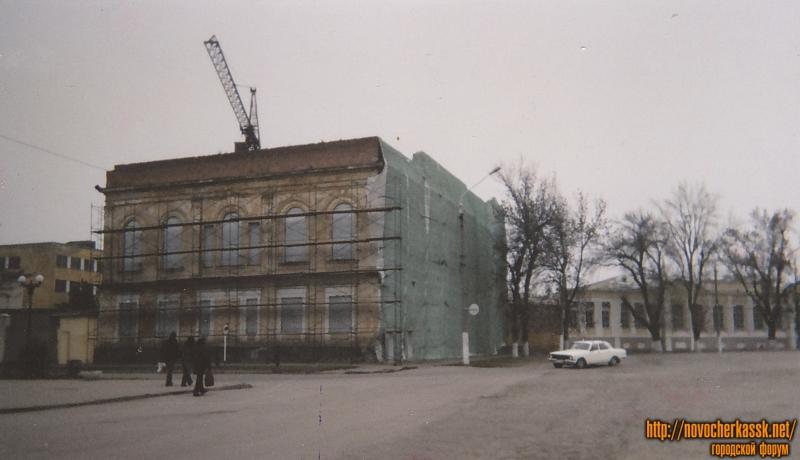 Здание дворянского собрания. Угол Платовского и площади Ермака