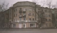 Дом на углу проспекта Ермака и площади Ермака