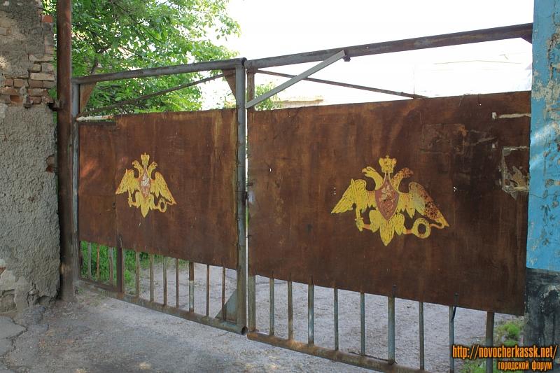 Ворота во двор Дома офицеров. Проспект Платовский