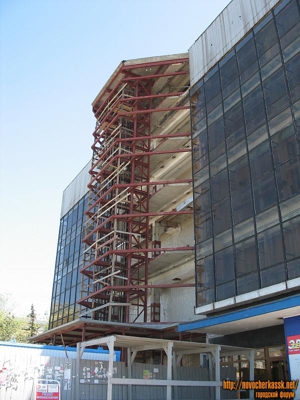 Сооружение лифтов в универмаге