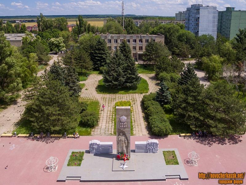 Мемориальный комплекс на улице Мелиховской (пос. Донской)