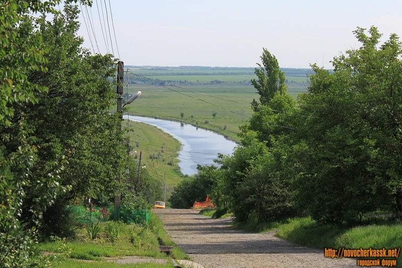 Вид на реку Тузлов с улицы Маяковского