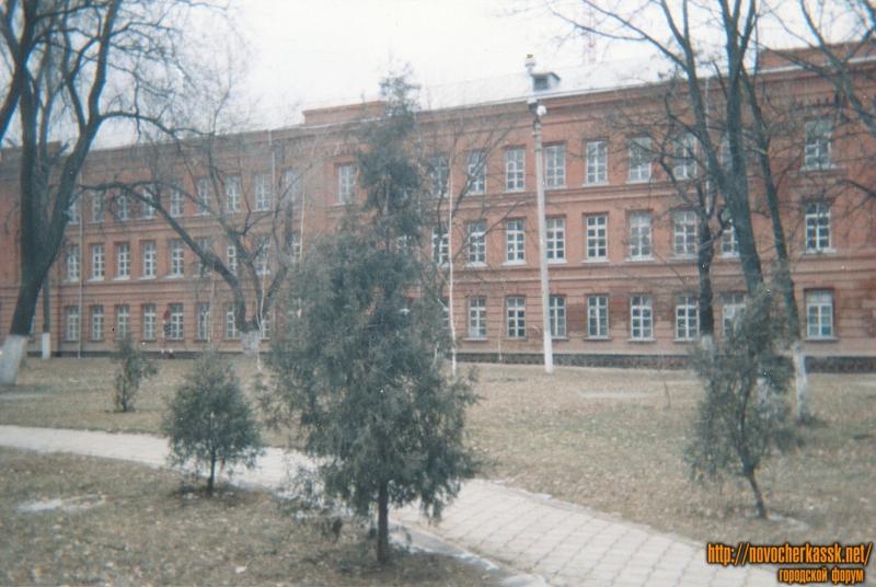 Баклановский. Здание Донского императора Александра III кадетского корпуса. Построен в 1886-89 годах, архитектор К.Ф. Кюнцель. В советские годы -