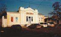 Улица Просвещения, 108. Магазин «1000 и 1 бутылка» в особняке 19 века, в советские годы - детский сад, затем дом атамана Г.П. Недвигина