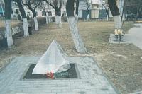 Камень памяти жертв расстрела 2 июня 1962 года. Установлен в 1991 году. В 2008 году его посетил В. Путин