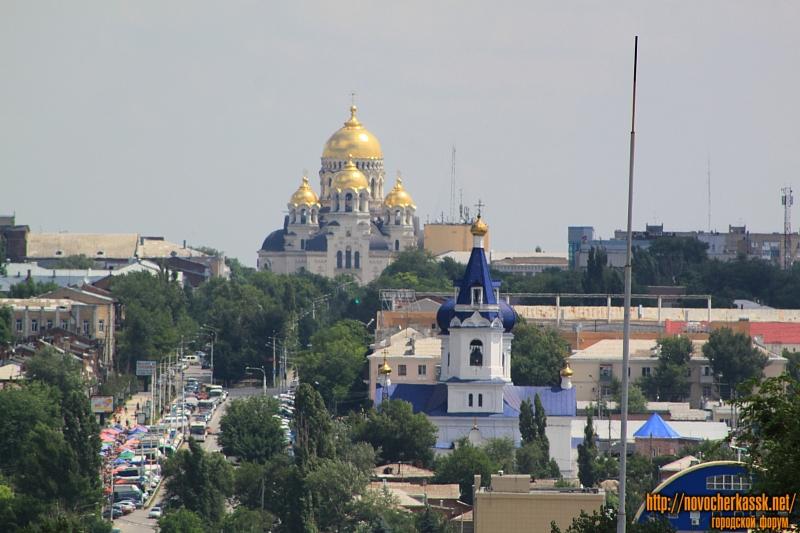 Вид на собор и Михайловский храм со старого Ростовского выезда