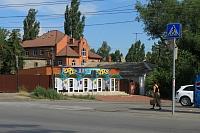 Цветочный магазин в начале улицы Ленгника