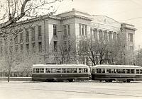 Трамвай на повороте с Богдана Хмельницкого на Троицкую