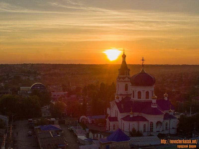 Михайло-Архангельский храм на закате