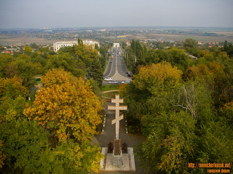 Спуск Герцена и Поклонный крест на площади Троицкой