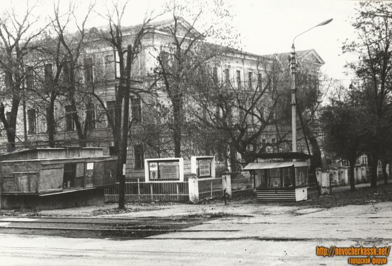 Здание Атаманского технического училища (угол Троицкой и Михайловской)