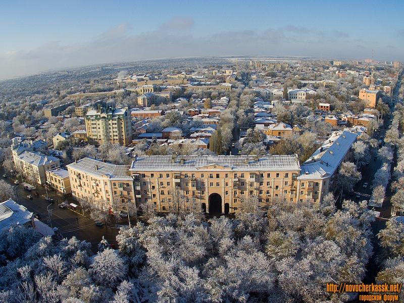 Дом на площади Троицкой, в створе Баклановского и Московской
