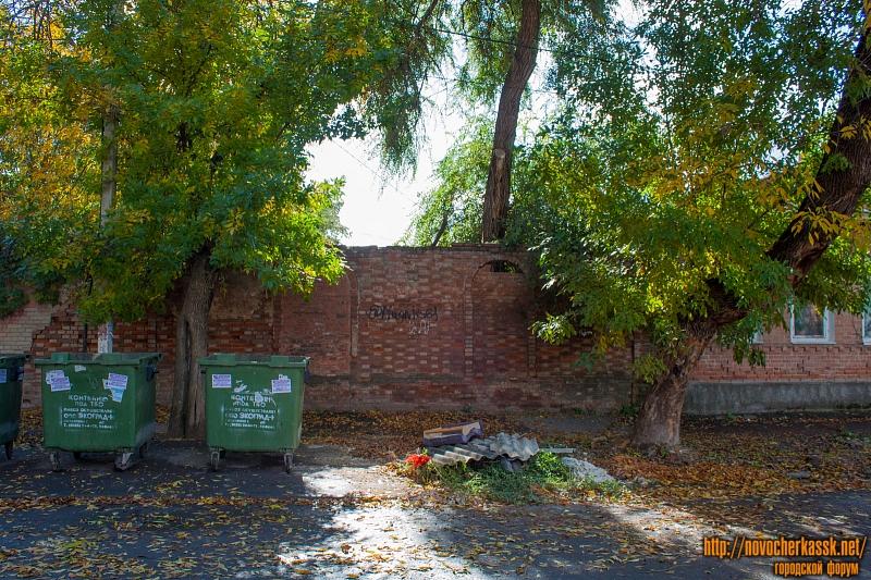 Улица Красноармейская. Забор левее дома №3