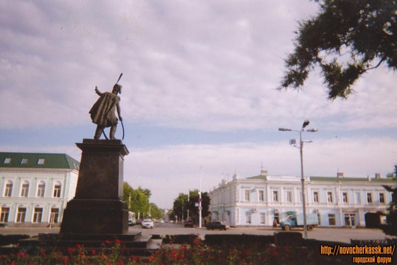 Вид на Московскую и Проспект Платовский из сквера