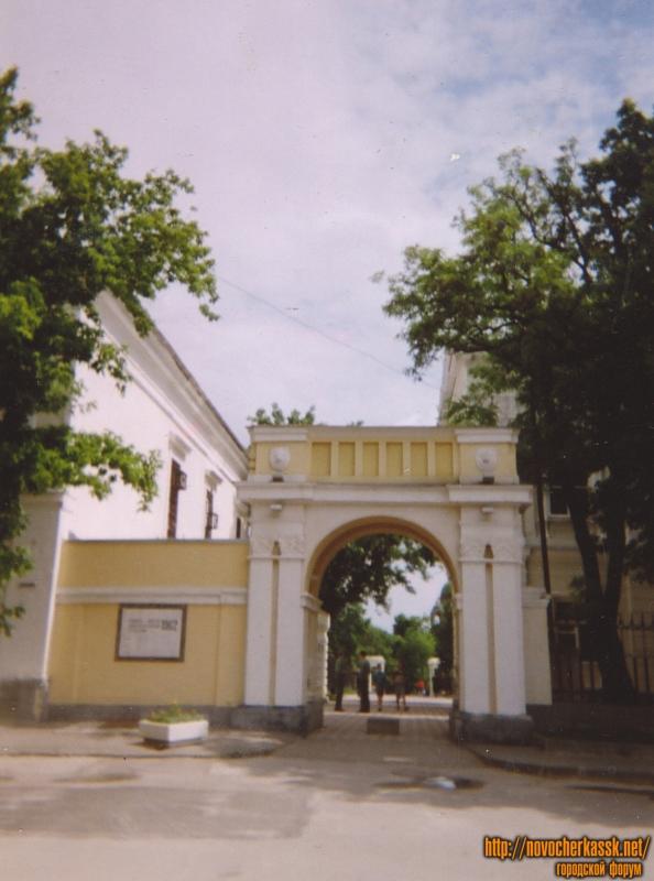 Вход в Александровский парк со стороны Атаманского дворца