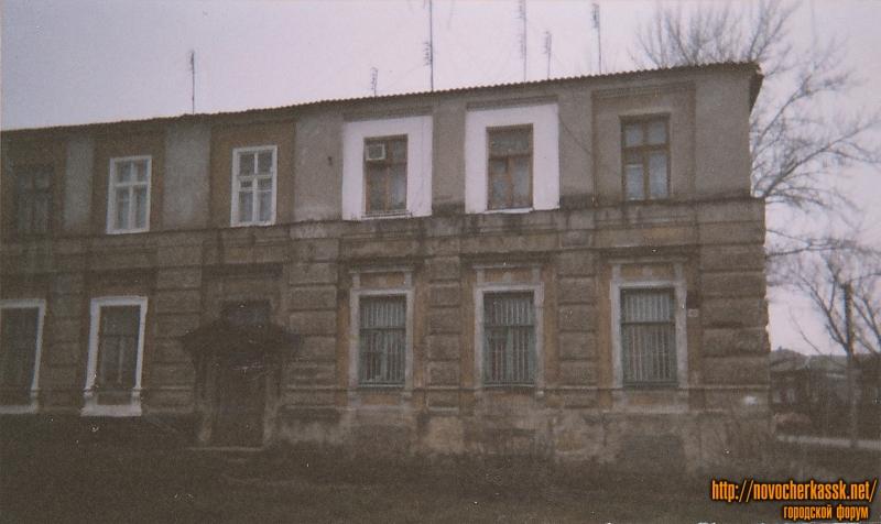 Фрунзе, 2 и угол Платовского проспекта. Здание бывшей церковно-приходской школы