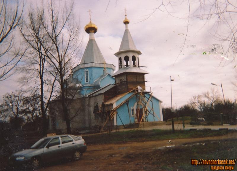Микрорайон Хотунок. Улица Гагарина, 106. Деревянная церковь во имя Донской иконы Божьей Матери. Построена в 2003 году