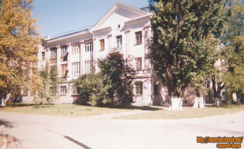 Улица Гвардейская, 2. Построен в 1953 году