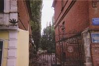 Ворота проспекта Ермака, 103. Двор дома учителя