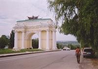 Триумфальная арка на спуске Герцена. Построена в 1817 году. Архитектор А.И. Руска.