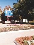 Электровоз ВЛ-22. Установлен у заводоуправления НЭВЗ в 1986 году
