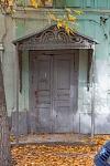 Улица Комитетская, 90. Дверь и навес