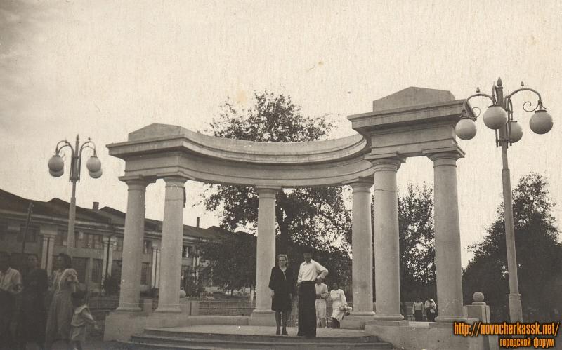 Арка на Платовском проспекте (на пересечении с Московской). 1949 год