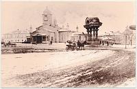 Площадь Ермака: временный собор и деревянная арка