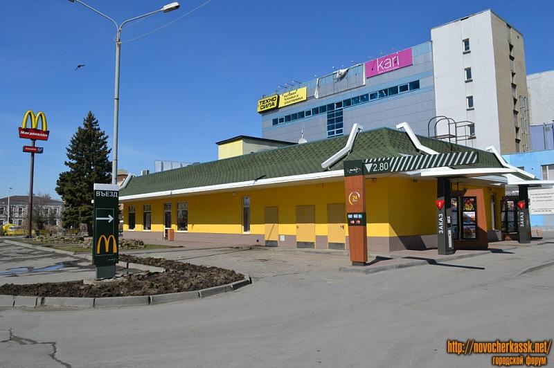 Макдональдс - вид с улицы Дворцовой