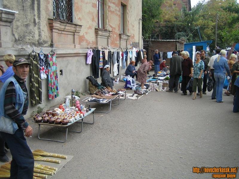 Развалы рядом с Азовским рынком, ул. Богдана Хмельницкого