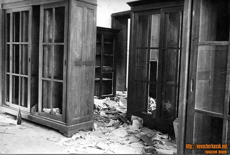 В корпусах НИИ (индустриального института) после освобождения города. 1943 год
