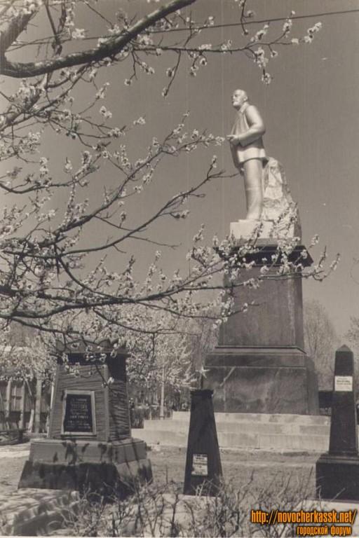 Второй вариант памятника В.И. Ленину в сквере