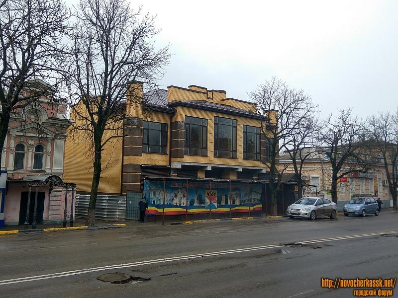 Новое здание на Московской, справа от Филателии