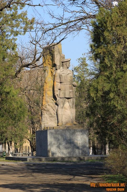 Памятник Подтёлкову и Кривошлыкову