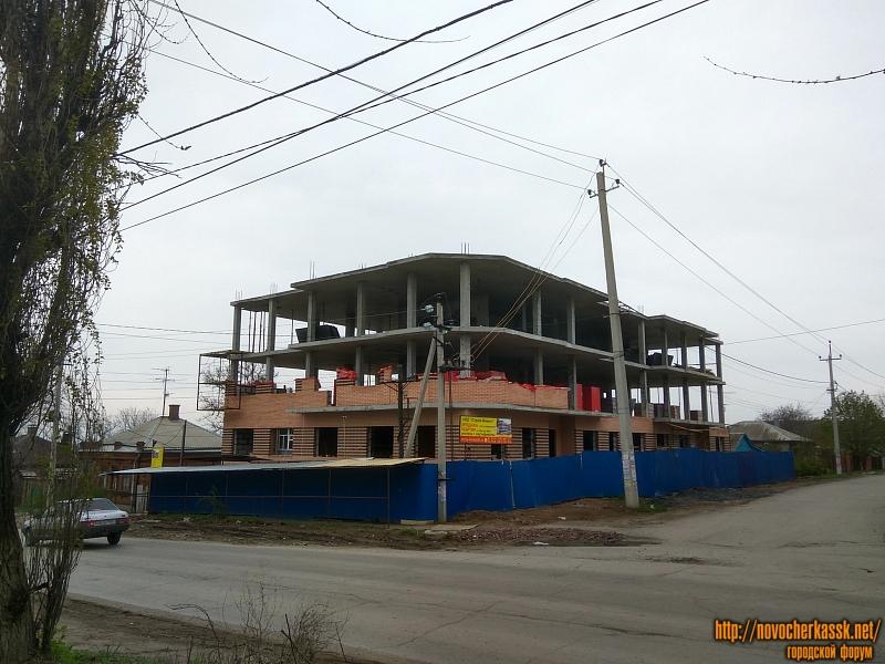 Стройка на углу Щорса и 26 Бакинских комиссаров