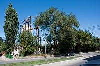 Остатки конструкции лестницы, пристроенной к молочному заводу