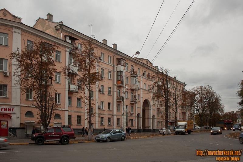 Дом с аркой на пл. Троицкой