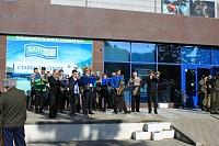 Оркестр перед кинотеатром «Космос»