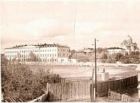 Вид на стадион и улицу Атаманскую со стороны кургана в Александровском парке