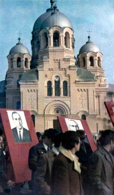 7 ноября 1977 года. Демонстрация на площади