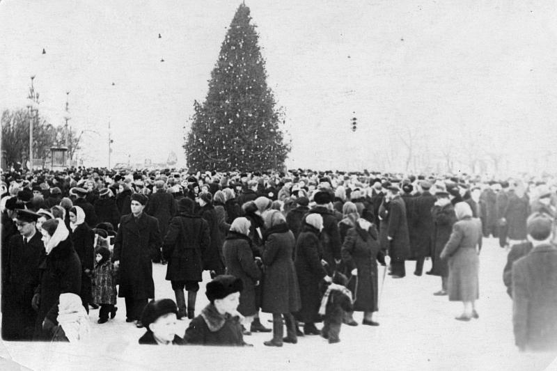 Пл. Ленина, городская ёлка, 1950-й год