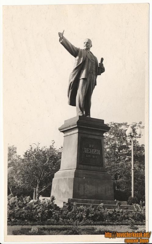 Памятник Ленину в сквере на пересечении Платовского и Московской (Ленина)