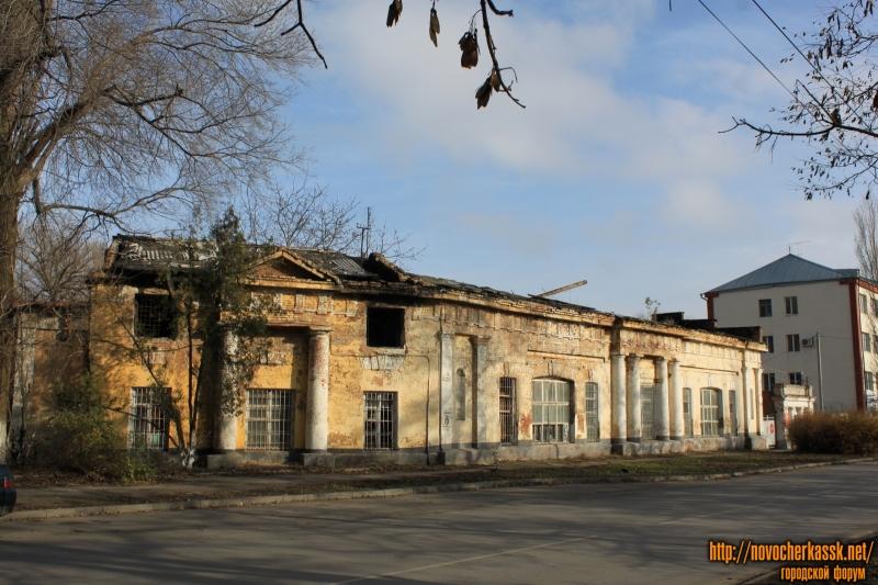 Сгоревшее здание на проспекте Ермака, 108