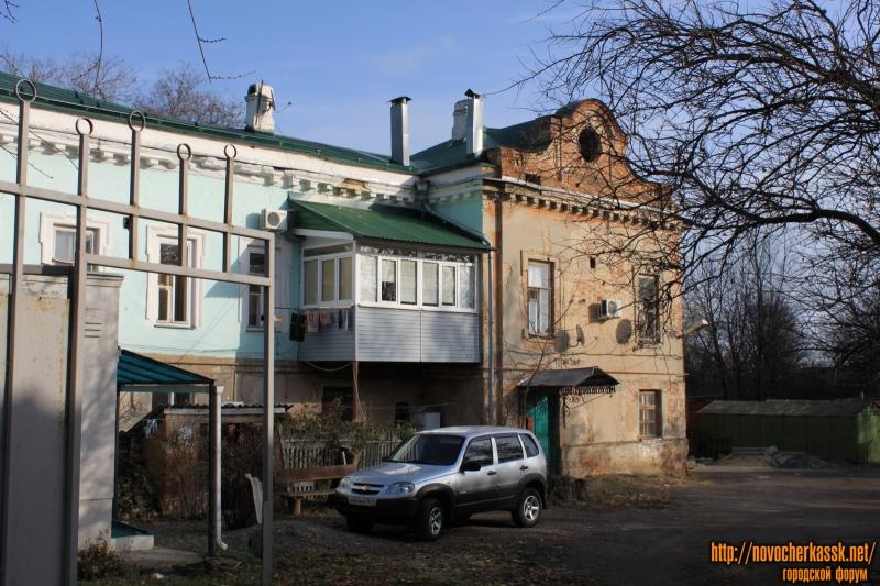 Во дворе проспекта Платовского, 49