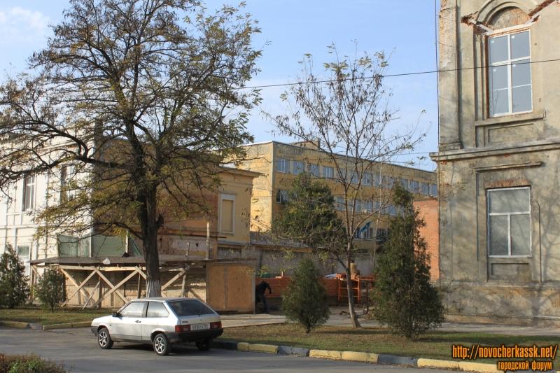Строительство между домами 54 и 58 по проспекту Платовскому
