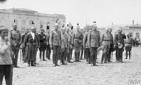 Офицеры Донской армии на параде на Соборной площади в Новочеркасске