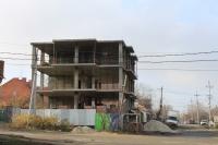 Строительство трехэтажного дома на углу Ларина и Щорса