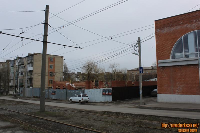 Строительство на улице Крылова, 2