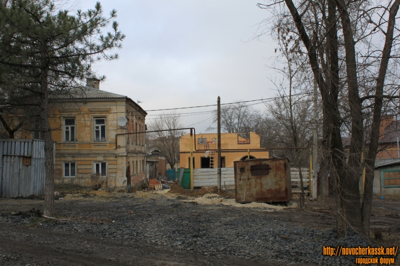 Площадь Троицкая, 7